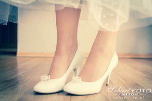 zdjęcia ślubne przygotowania buty do ślubu